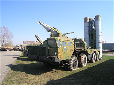 S-300 similar to ones given to Assad by Russia. Credit: ShinePhantom via Wikimedia Commons