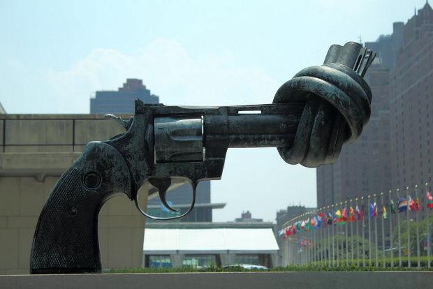 un-gun-statue