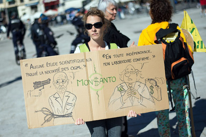 Anti-genetically modified foods (GMO) protestors demonstrate on October 12, 2013 against US agro-chemicals giant Monsanto in the southern French city of Marseille during a day of worlwide action against the company. (AFP Photo / Bertrand Langlois)