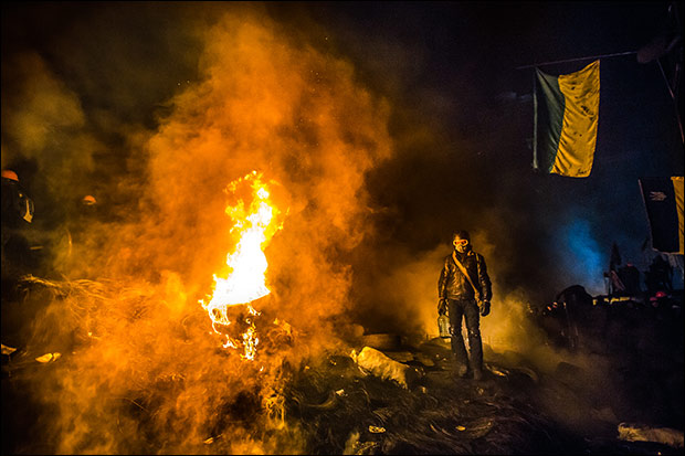 Protestors are creating barricades by lighting tires on fire. Credit:  Sasha Maksymenko via Flickr