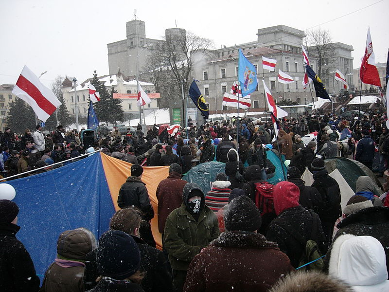 From color to fabric revolution: Activists from the Jeans Revolution movement gather in the October Square during the 2006 election in Belarus. Photo: Wikimedia
