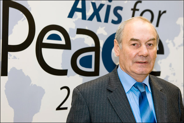 """Gen. Leonid Ivashov: US and EU threatening Russia with """"a new type of war"""" that begin as informational and psychological operations. Photo: Axis for Peace"""