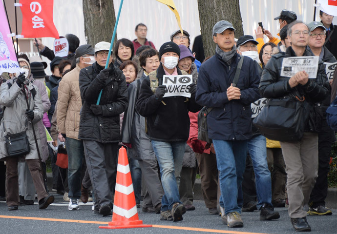People march down the street toward the official residence of the prime minister and the National Diet during an anti-nuclear power plant demonstration in Tokyo on March 9, 2014.(AFP Photo / Toru Yamanaka)