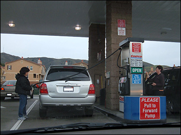 """""""taxpayers pay taxes at the pump that go to the federal government.."""" / Photo by BrokenSphere, via Wikimedia Commons"""