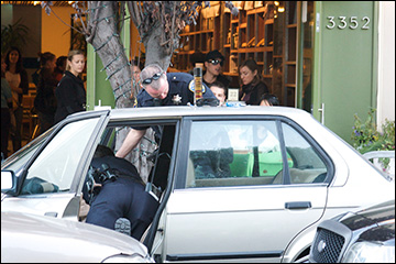 San Francisco Police searching a vehicle after a stop in 2008. / Photo: Drew Stephens, Wikimedia Commons