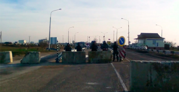 Russian checkpoint on Ukraine border comes under fire