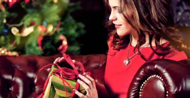 Twitter Bans #WomenAgainstFeminism Founder For Saying Christmas is NOT Oppressive To Women