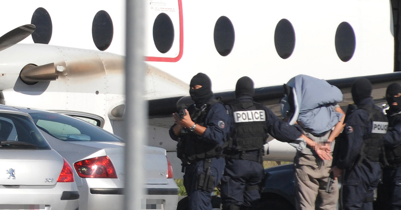 Breaking: FBI Detains Infowars Contributor