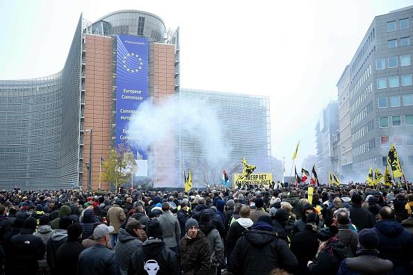 Thousands Rally Against UN Migration Pact Outside EU Headquarters