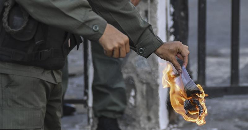 Maduro, Guaido Scramble For Control Over Venezuela's Army