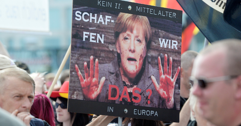 Merkel Offering to Pay One-Year's Living Expenses if Migrants Leave Europe