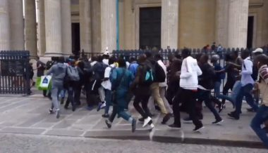 Hundreds of Migrants Storm Paris Pantheon Demanding Legal Status