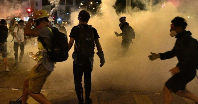Mayhem in Hong Kong as Police Fire Warning Shots, Roll Out Water Cannons