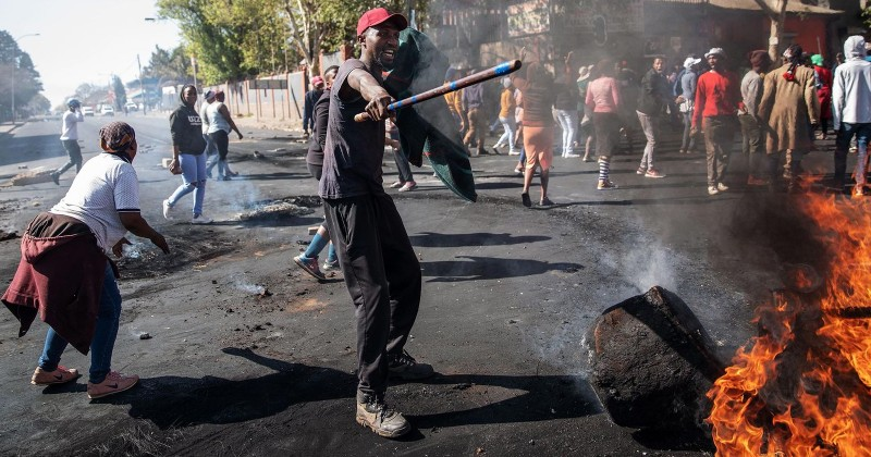 South Africans Setting Fire to Other African Migrants in Wave of Xenophobic Attacks