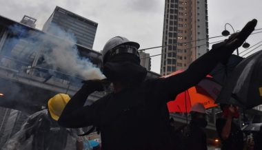 Taiwanese Man Donates Gas Masks to Protesters In Hong Kong