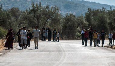 Migrant Crisis: Hundreds More Land on Greek Islands