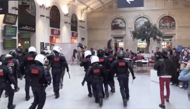 WATCH: Riot Police Chase Yellow Vests Through Paris Train Station, Pianist Plays On Amid Chaos