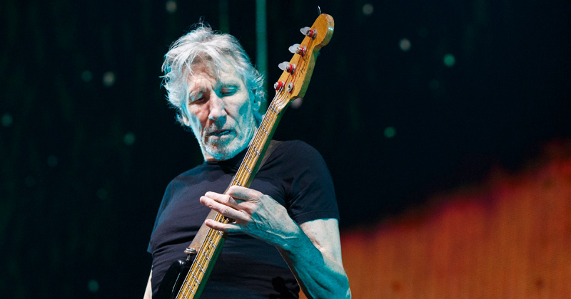 Roger Waters on Persecution of Assange: Orwell & Huxley Were BOTH Right