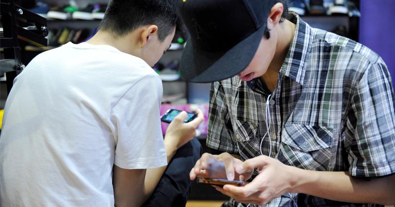 Teenage Boys Using Irony, Humor to Keep Healthy on Social Media