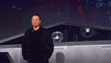 'Amazing Specs, but Terrible Design': Netizens Weigh in on Tesla's First-Ever Cybertruck