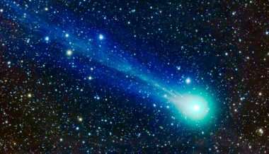 Scientists Analyze How Comet Impacts Made Life on Earth Possible