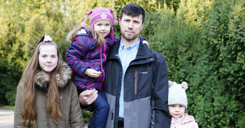 Dad Who Took His Kids Back From Swedish Muslim Foster Family And Fled Returns Home With Family to Russia