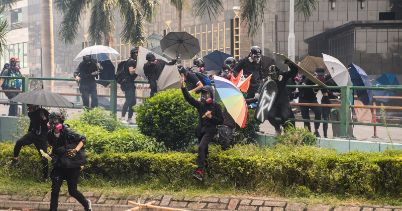 Hong Kong University Standoff: One Hundred Students Still Trapped
