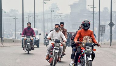 Pakistani Leader Blames India for Smog Problem