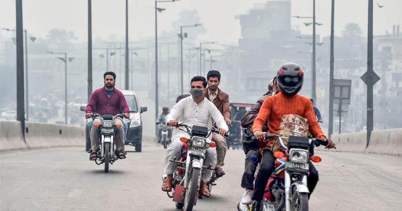 Pakistani Leader Blames India for Smog Problem