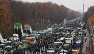 German Farmers Stage Mass Protests Against 'Climate Change' Regulation