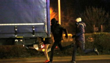 Migrant Mob Attacks Trucker With Machetes, Spears