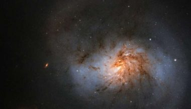 Hubble sees dusty galaxy with supermassive center