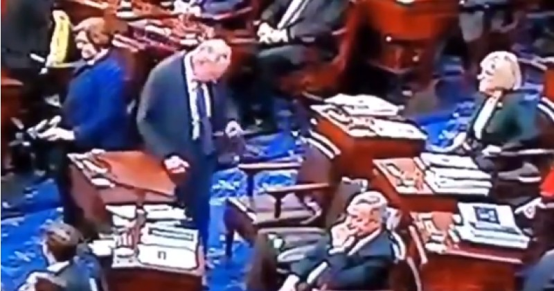 Does This Video Show Chuck Schumer Talking to an Invisible Person?