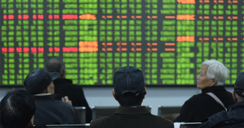 Worst day in years as Chinese markets plunge 8% amid coronavirus outbreak