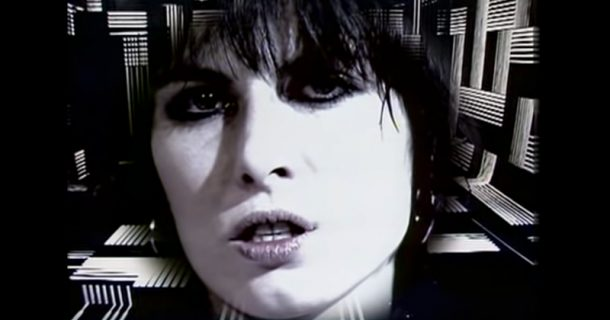 The Pretenders' Chrissie Hynde Pens Letter To Trump, Calls For Pardon of Assange