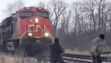 Canada: Environmentalist Protesters Attempt to Derail Train