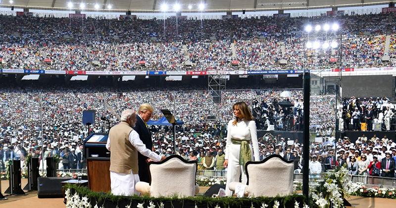 Namaste! 100,000 Indians Cram Into Stadium To Cheer Trump