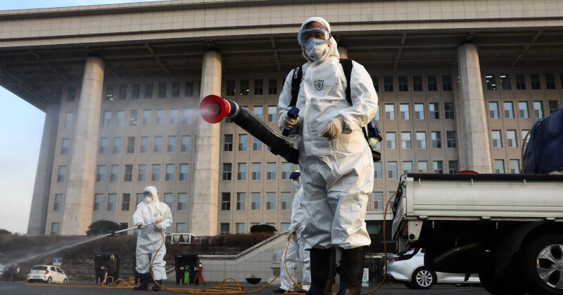S. Korean President Puts Country on 'Highest Alert Level'  as Coronavirus Spreads