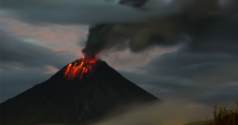 'Black Giant' Super Volcano Showing Signs of Collapse
