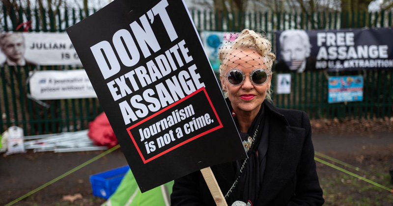 WikiLeaks Editor-in-Chief Briefly Banned From Assange Hearings With No Explanation