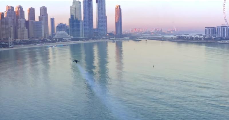 Amazing Footage: Man Conducts Historic Flight Around Dubai in Jet Pack