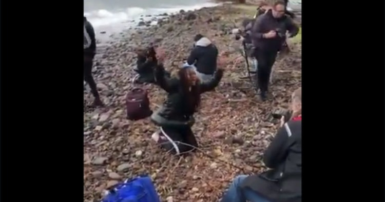 VIDEO: Western Journos Reportedly Stage Photo Op of Migrant Woman Crying on Greek Beach