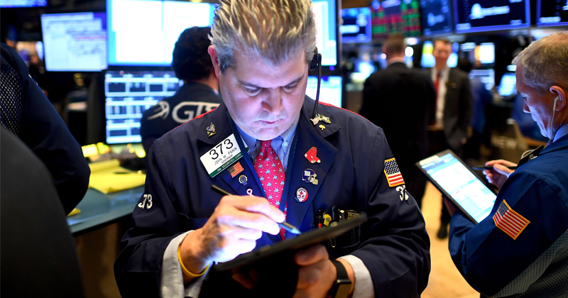 Dow Drops 2.6% on Opening, Ignoring Good US Job Data - Reports