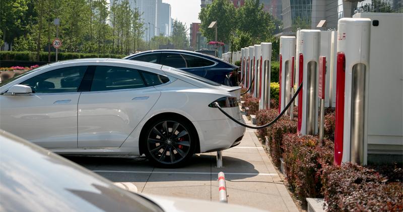 Study: Fast-Charging Stations Damage Tesla Car Batteries