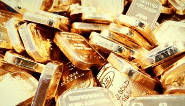 Gold rush amid coronavirus & economic uncertainty leads to shortage in small bars & coins