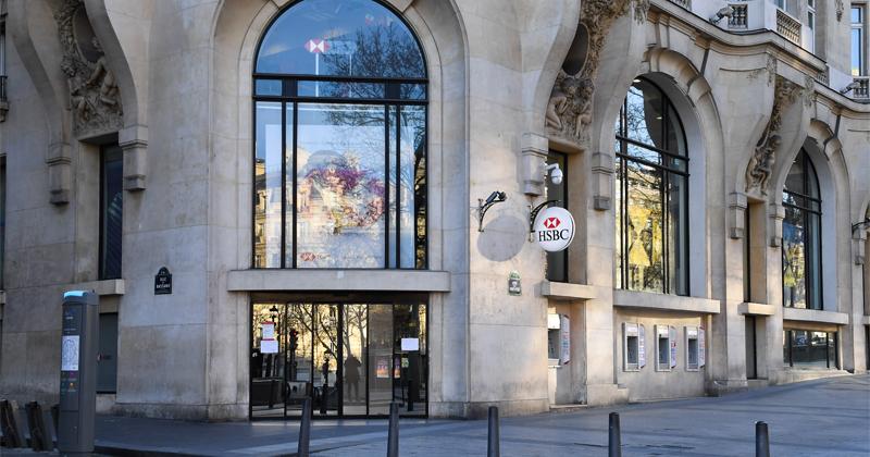 European Banks Suspend Dividends; Banker Bonuses Are Next