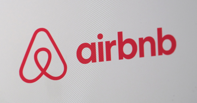 """""""We're About To Lose Everything"""" - Pandemic Crushing Overleveraged AirBnB Hosts"""