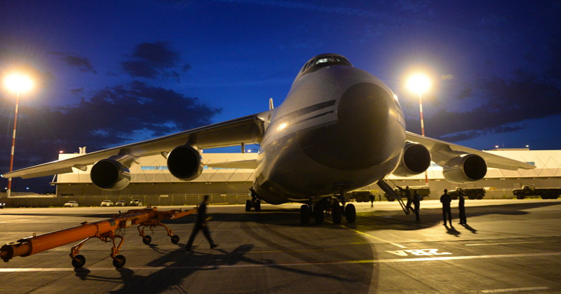 Russian An-124 Cargo Plane With Medical Aid Arrives in New York - Video