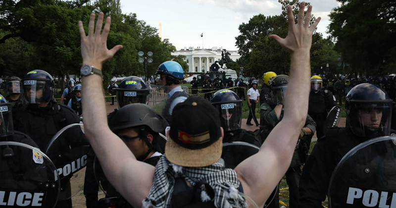 Law Enforcement Fire Tear Gas, Peppers Spray, Rubber Bullets at White House Protesters