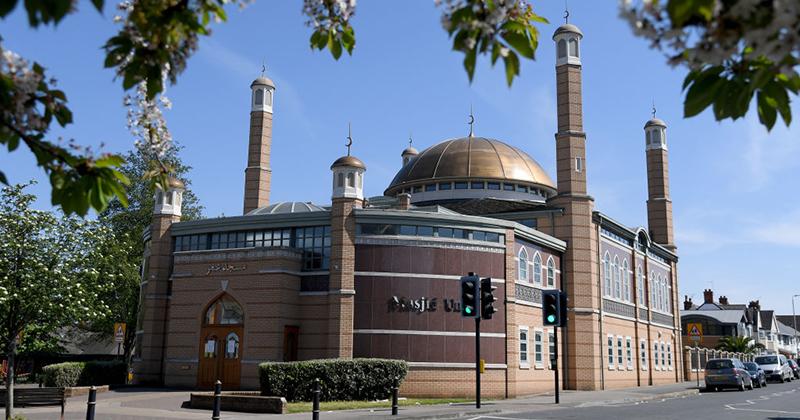 Loudspeaker Islamic Call to Prayer May Become Permanent Fixture in Britain
